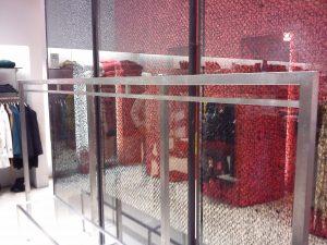 εξοπλισμός καταστημάτων glass inox κατασκευές από γυαλί και Inox
