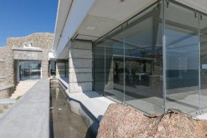 κατασκευή από γυαλί κατασκευή από inox glass inox cavo paradiso συρόμενα παράθυρα